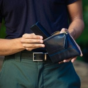 Man holding black maudernise pouch