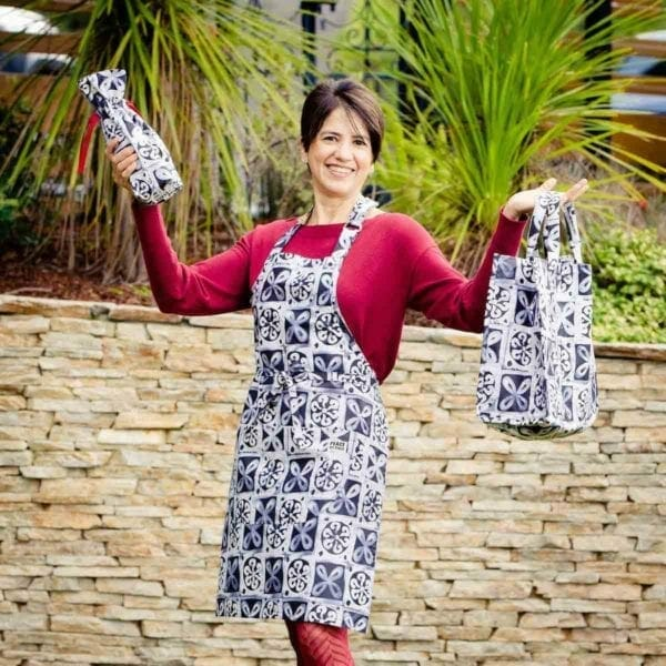 3 piece black and white apron bag and wine bag set